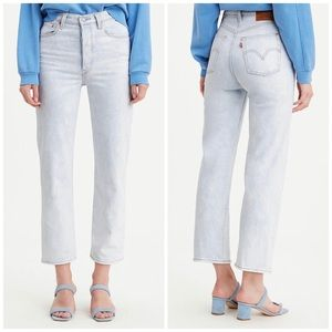 NEW Levi's Ribcage Super High-Rise Cropped Jeans